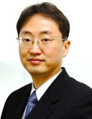 Professor HONG Yongtaek, Department of Electrical and Computer Engineering