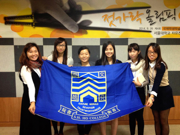 Participating students are holding a flag together