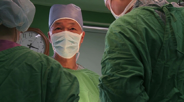 Dr. Kim in the operation room