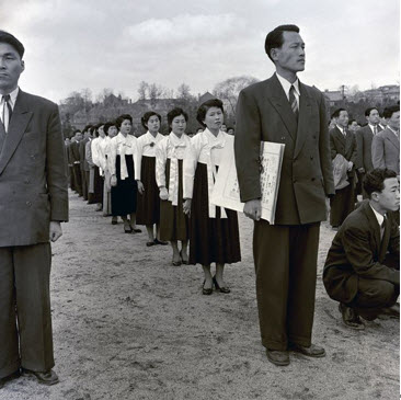 10th Graduation Ceremony in 1956. The first group of College of Fine Arts graduates in 1950 consisted of only 11 students out of the initial 90, because poor social conditions made it difficult for most students to make it to graduation. As Korean society became more stable, the number of graduates increased. In 1965, a total of 120 students including two master's degree students successfully graduated from the College of Fine Arts.