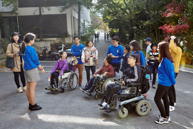 Students gathered for mapping the campus for those with disabilities