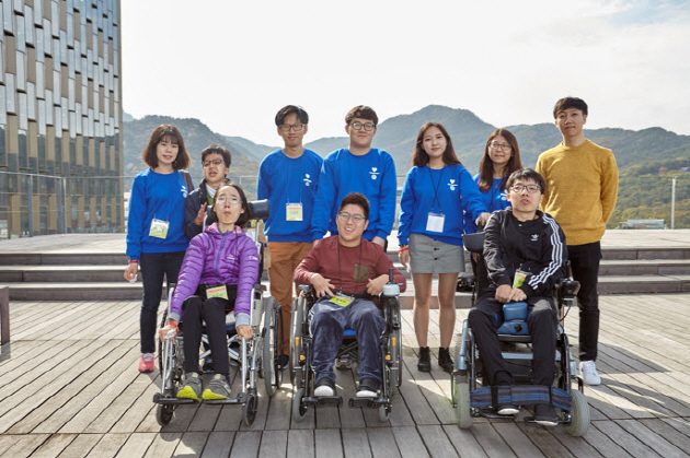 The tour was organized by the TurnToAble, a disabled students' group